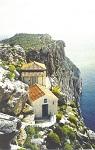 Το απομονωμένο ασκητήριο του Αγίου Ιωαννικίου στην περιοχή Ζούρβα της Ύδρας. Σύμφωνα με την παράδοση ο Άγιος Μακάριος ο Νοταράς ασκήτευσε στον χώρο αυτό