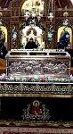 Η λάρνακα του Οσίου Αντωνίου του Νέου Πολιούχο Βεροίας μέσα στον Ιερό Ναό του