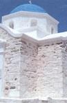Το εκκλησάκι του Αγίου Φωκά που έκτισαν οι Παριανοί ψαράδες δίπλα στον φάρο