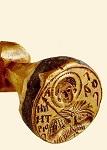 Σφραγίδα μητροπολίτου Θεσσαλονίκης Mακαρίου. Στην α' όψη υπάρχει η επιγραφή: + MAKAPI | OΣ EΛEΩ Θ(EO)Y APX | IEΠIΣKOΠOΣ ΘEΣΣ | AΛONIKHΣ YΠEPTIM | OΣ K(AI) EΞAPXOΣ ΠA | ΣHΣ ΘETTAΛI(AΣ)· ενώ στη β' όψη υπάρχει η παράσταση του Αγίου Δημητρίου και η επιγραφή: O AΓ(IO)Σ ΔHMHTPIOΣ - α' μισό 16ου αι. μ.Χ. - Mονή Bατοπαιδίου, Άγιον Όρος