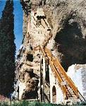 Όσιος Λεόντιος που μόνασε στην Αχαΐα - Η κλίμακα προς το ασκητήριο του Οσίου