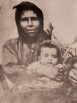 Ο Όσιος Παΐσιος μωρό στην αγκαλιά της ευλογημένης μητέρας του