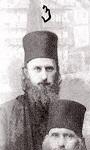 Φωτογραφία Ι. Μονής Αγίου Παντελεήμονος Αγίου Όρους, Σεπτέμβριος 1933 μ.Χ. 1) Άγιος Σιλουανός ο Αθωνίτης, 2) Μοναχός Κασσιανός Κορεπάνοφ, 3) Ιεροδιάκονος Σωφρόνιος Σαχάρωφ, 4) Μοναχός Βασίλειος Κριβοσέϊν, 5) φοιτητής Ρωμανός Στρίζκοφ