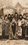 Ο Όσιος Ιερώνυμος ο Σιμωνοπετρίτης με την αδελφότητα της Μονής (Φωτογραφία: Αλή Σαμή, δεκαετία 1920 μ.Χ.)