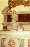 Η μαρμάρινη λειψανοθήκη με τα λείψανα των Αγίων Φανέντων στο ναό του Προφήτου Ζαχαρία στη Βενετία