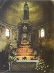 Άποψη της ξυλόπγλυπτης λάρνακας (όπισθεν της Αγίας Τράπεζας), στην οποία φυλάσσεται τι Ιερό Λείψανο του Αγίου Δονάτου