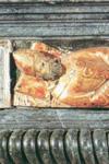 Η μαρμάρινη σαρκοφάγος στην οποία φυλασσόταν αρχικά το Ιερό Λείψανο του Αγίου Δονάτου