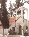 Ο παλαιός ναός της Αναλήψεως με τα δύο κελλία του Οσίου Γεωργίου Καρσλίδη.